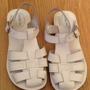 Girls white leather summer strap sandal Sz 10m